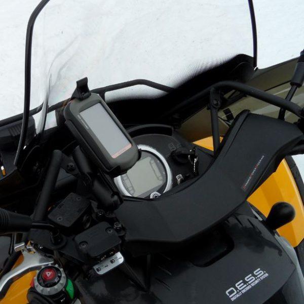 RAM-kiinnitysvarsi ohjaustankoon